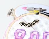 Hard Enamel Bat Needle Minder Enamel Needle Keep Magnetic Bat Bat Stitch Crazy Stitching Gift Needle Nanny for Stitching Minder Magnetic