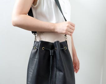 V.4 City Leather Bucket Bag : handmade leather bag // leather cross-body bag // cow hide // classic bucket bag