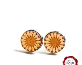 Wood cuff links / wooden cufflinks / engraved cuff links / flower pattern / geometric pattern / gift for him