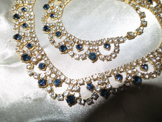 Beautiful vintage gold metal clear and sapphire blue rhinestone collar necklace