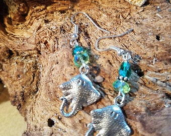 Sting ray earrings in green Czech crystals