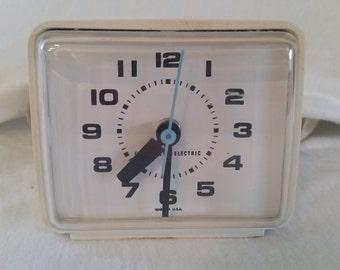 GE alarm clock/vintage alarm clock/white alarm clock/GE clock