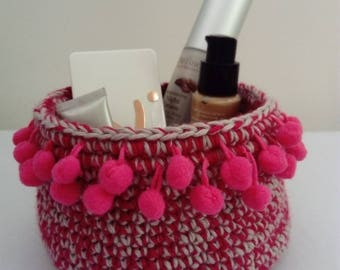 Crochet Kit: carrying a basket crocheted with a braid tassels decoration