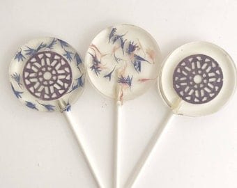 Edible Flower Lollipop - Edible Favor - Wedding Lollipop - Purple Flower - Flower Favor - Edible Lollipop - Lace Lollipops - set of 6