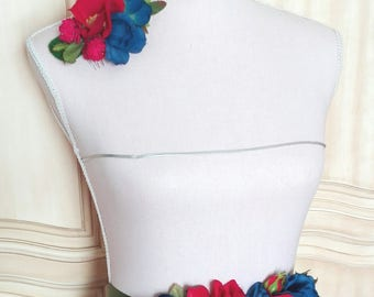 Headdress and belt of flowers, flowers and fascinator, fascinator flowers, flowers belt belt, played blue, Bordeaux played, touched Fuchsia.