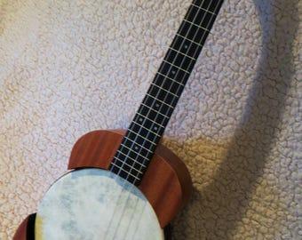 Unique captive tenor banjolele