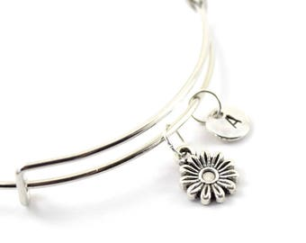 DAISY charm bangle, daisy flower charm, personalized bangle, initial bangle, personnalized bracelet, initial hand stamped, monogram bracelet