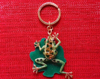 Beautiful green frog  on a lily pad with gemstones Charm Pendant Crystal Purse Ladies Handbag Key Ring Chain Lucky Gift