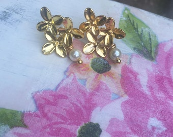 Gold floral and cream pearl earrings