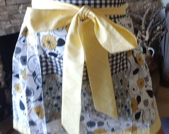 Cherri Cider sunny floral and gingham retro waist apron