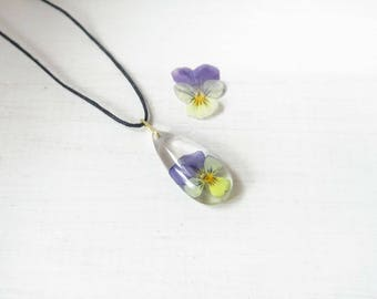 Viola tricolor pendant,Pansy,pansy teardrop pendant,flower pendant,nature lovers,botanical accessory,eco-friendly jewelry,flower accessory