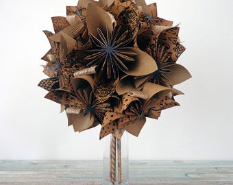 """Bouquet of origami style """"slow"""" on vase"""
