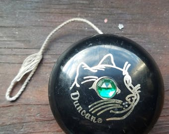 Vintage DUNCAN JEWEL YoYo with emerald cat eye and string