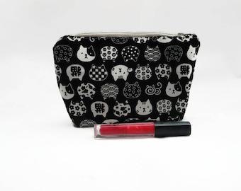 Pochette avec des Chats / Noir et Blanc // Trousse originale fermée et doublée // Idée cadeau pour ami des animaux // Etui rigide Maquillage