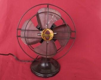 très joli petit ventilateur ancien en bakélite marron de la marque Calor, old brown bakelite fan, alter brauner Bakelit-Fan, gammal fläkt