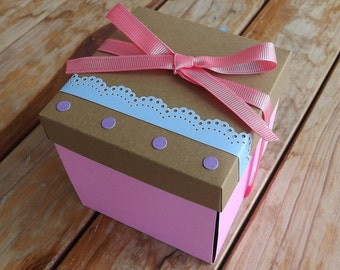 Explosive box, box with pictures and messages, box of gift for any occasion, 10 x 10 x 10 cm