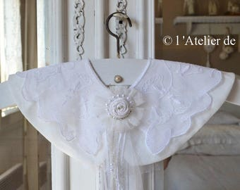 Hanger decorative romantic with lace collar