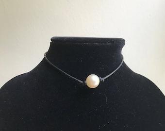 Classic pearl choker
