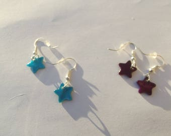 Small earrings with silver metal hooks and shell stars shaped sequins, blue or violet color choice