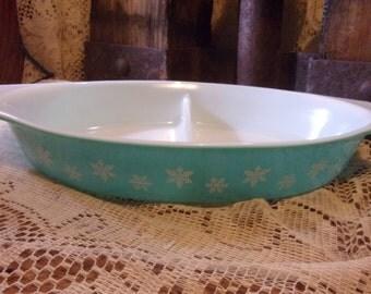 Pyrex Blue Snowflake Divided Casserole Dish 1 1/2 Quarts Vintage Retro Kitchen