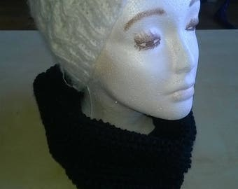 Knitted cowl / snood in black