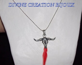 Silver necklace and pendant representing a Buffalo head and her pen