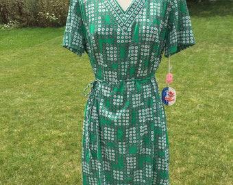 Super cute 1970's green floral print dress.