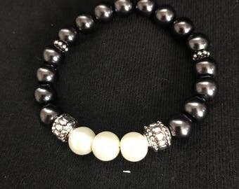 Black and Pearl beaded bracelet
