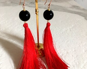Red Nappa earrings. Ethnic Silver earrings. Red coral drop earrings and black onyx. Drop pendant earrings. Gemstone Earrings