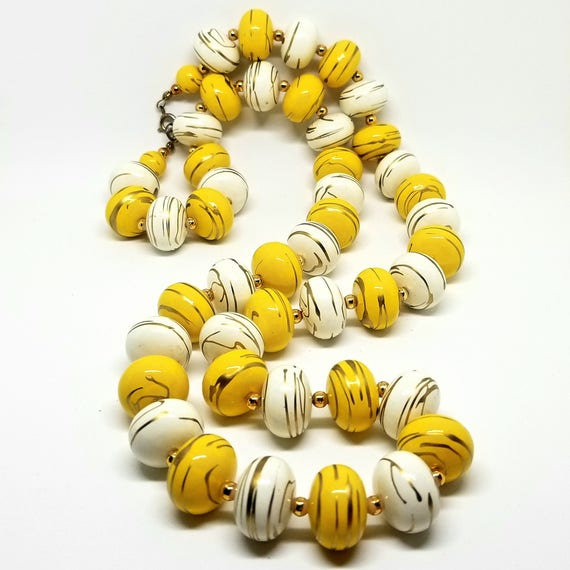 Vintage Yellow and White Gold-Swirled Beaded Necklace
