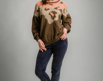 Knitted sweater with leopard print