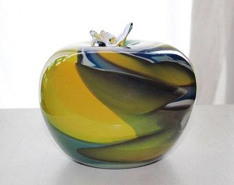 John de Vries-Unica-blown glass apple