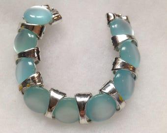 Moonstone-like lucite link bracelet. Vintage piece.