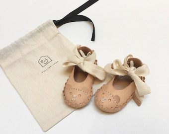 "handstitched leather ""Osos"" baby girl shoes"