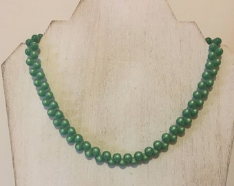 Vintage-Style Emerald Moonglow Beaded Necklace (16 inches)