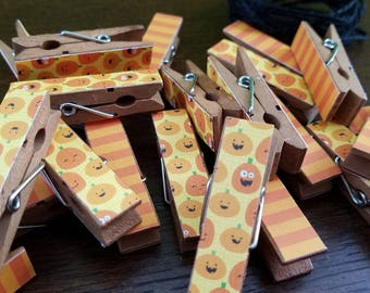 Jack O Lantern Pumpkins and Stripes - Halloween Clothespin Clips - Set of 12 Chunk Clips with Twine - Jackolantern Halloween Party