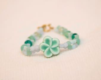 Hibiscus flower bracelet, flower bracelet, teal flower jewelry, flower girl bracelet, turquoise bead bracelet, flower bead bracelet