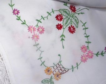 beautiful heavily hand embroidered lace edged tablecloth 48x42 inches
