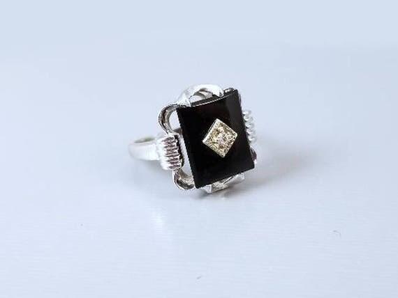 Vintage Art Deco 14k white gold black onyx and diamond ring size 4-1/2