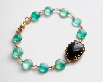 Green and Black Onyx Gemstone Bracelet in Gold