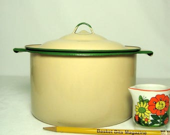 Enamelware Pot Cream and Green with Lid and Rolled Handles 1 Quart