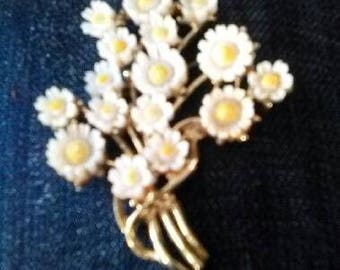 Vintage Daisy Bouquet Gold Tone Brooch