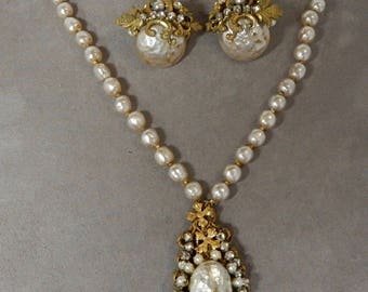 MIRIAM HASKELL Signed Baroque Pearl Pendant Necklace and Clip On Earrings Set   OEO52