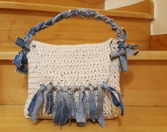 Handmade crochet oatmeal beije natural white  handbag with recycle jeans handles and fringes - without any seams