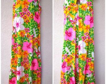 1960s Hawaiian Caftan.  Hawaiian MuuMuu. Hawaiian Maxi Dress. 1960s Caftan. Brught Tropical Print. Barkcloth Hawaiian Dress. Hawaiian Kaftan