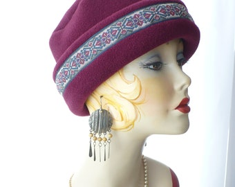 Woman's  Maroon Pillbox Lid