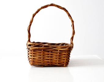 vintage woven basket, small handle basket