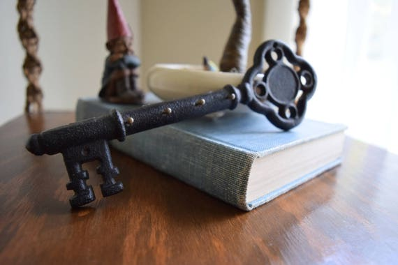 Vintage Cast Iron Skeleton Key Holder / Rack - French Farmhouse, Victorian, Eclectic