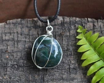 Moss Agate Necklace, Mens Stone Necklace, Moss Agate, Polished Stones, Dark Green Stone Natural Gemstone, Nature Lovers Gift Unisex Necklace