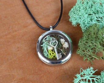 Shadow Box Necklace, Locket Necklace, Spring Jewelry, Moss Necklace, Flower Locket Necklace, Glass Locket, Glass Terrarium, Locket Jewelry